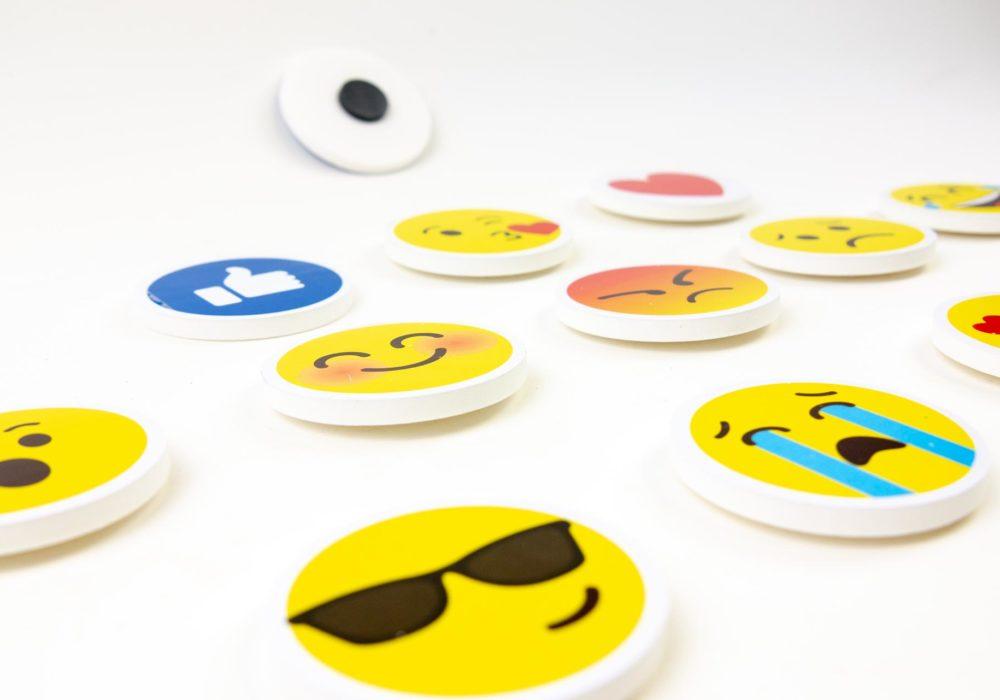 Magneti-emoji-gadget
